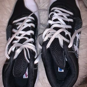black and white under armour cleats / turfs woman
